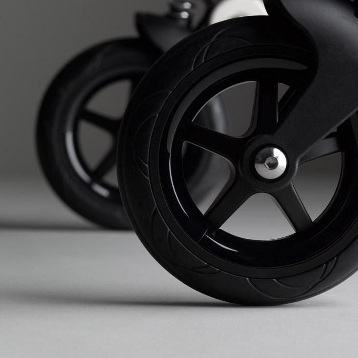 Bee5 Kinderwagen Classic Collection ausgestattet mit schwarzen Rädern | bugaboo online kaufen bei KidsComfort.eu