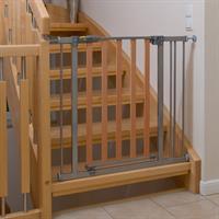 Hauck Wood Lock Safety Gate Schutzgitter zum Klemmen 75 81 cm 597033 Anwendung an Treppe