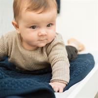 JOOLZ Essentials Blanket Decke Honeycomb blau Mit Baby