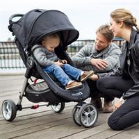 baby jogger CityMini3 TrioSet familie beim urbanen ausflug Detailierte Ansicht 08