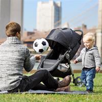 baby jogger CityMini3 TrioSet 2016 picknick mit papa im park Ansichtsdetail 09