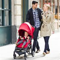 baby jogger city mini zip buggy lifestyle familie geht spazieren Ansichtsdetail 09