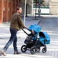 babyjogger city select geschwisterwagen neugeborenes und kleinkind 2016 papa mit zwei kindern Ansich