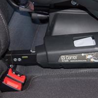 besafe kindersitz iZi CombiX4 ISOfix im auto isofix haken Detail 05