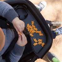 Mountain Buggy Food Tray Lifestyle mit Kind
