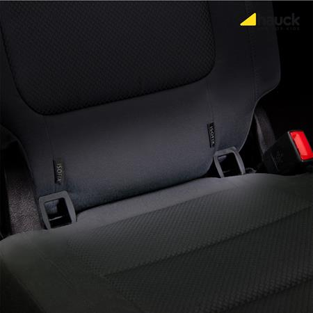 Hauck Connect Me IsoFix Einfuehrhilfe 340035 Anwendung im Fahrzeug